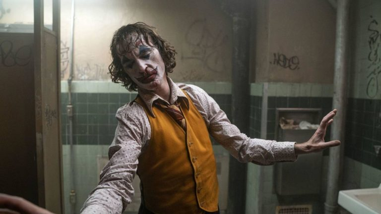 """Send in the Clowns"": Christian Costantino crea il suo drink ispirandosi al ""Joker"" di Joaquin Phoenix - Think Movies"
